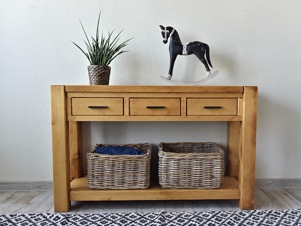 konsola, toaletka drewniana do sypialni