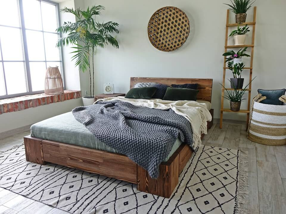 łóżko drewniane