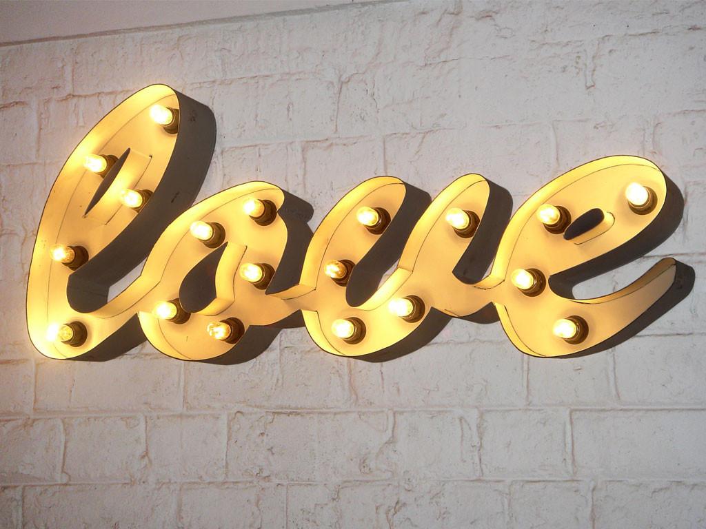 Dekoracyjny napis świecący LOVE