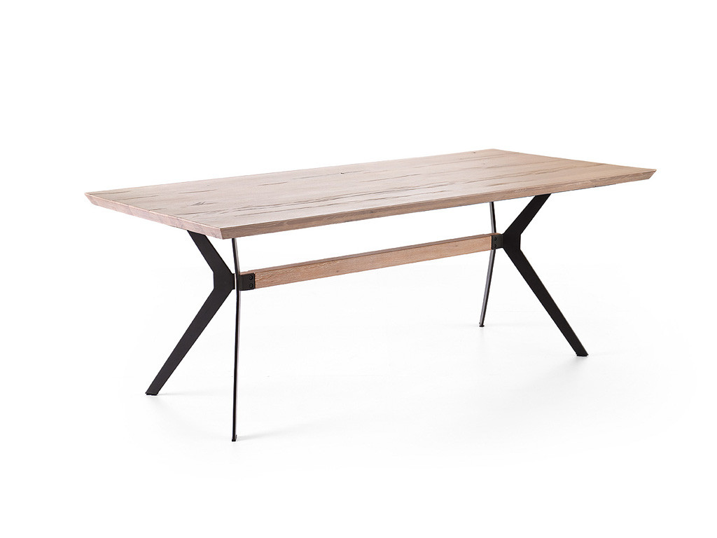 masywny stół