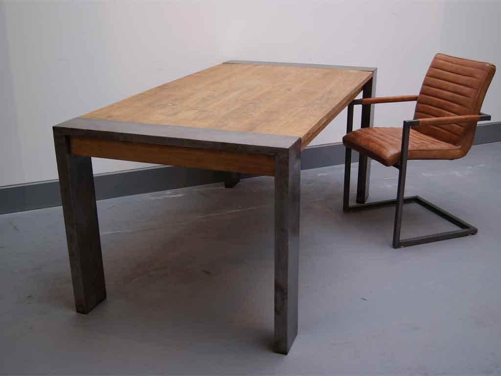 Stół z drewna z recyklingu Loft
