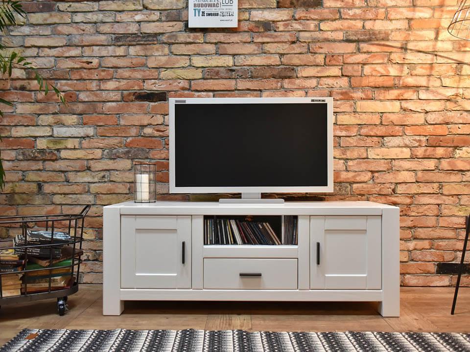 drewniana szafka pod telewizor