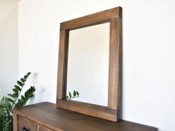 lustro w ramie z drewna