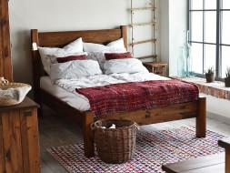 rustykalne łóżko do sypialni