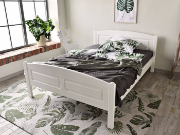 białe łóżko drewniane