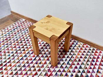 solidny taboret drewniany