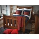 piękne łóżko drewniane