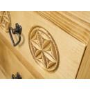 drewniana komoda rzeźbiona