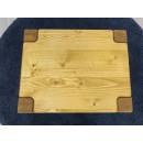 drewniana szafka nocna z rysunkiem drewna