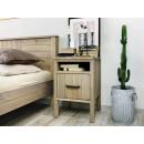 drewniana szafka sosnowa do sypialni