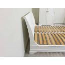 drewniane białe łóżko królewskie