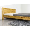 drewniane klasyczne łóżko do sypialni