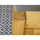 drewniane łóżko do klasycznej sypialni