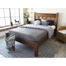 drewniane łóżko do sypialni