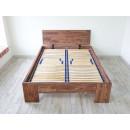 drewniane łózko rodzinne