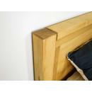 drewniane łóżko w nowoczesnym stylu
