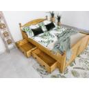 drewniane łóżko w stylu prowansalskim