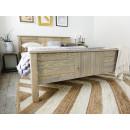 drewniane łóżko zanóżek
