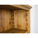 drewniany regał z regulowanymi półkami