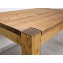 elegancki stół z drewna