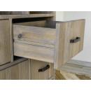 głęboka drewniana szuflada