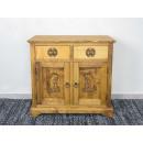 komoda z drewna w folklorystycznym stylu