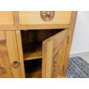 komoda z drewna z drzwiami
