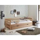 łóżko z drewna w lakierze naturalnym