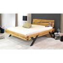 Dębowe łóżko z metalowymi nogami do sypialni
