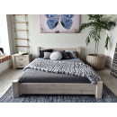 duże łóżko drewniane