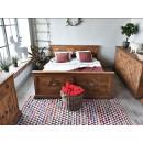 rzeźbione łóżko