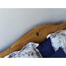 drewaniane łóżko