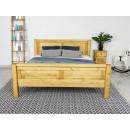 łóżko w naturalnym kolorze drewna