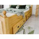 łóżko z jasnego drewna
