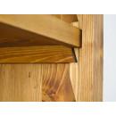 regulowane półki w drewnianym regale