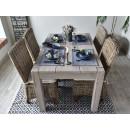 duzy drewniany stół