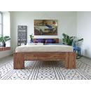 /sypialnia drewniane łóżko
