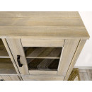 szafka w kredensie drewnianym