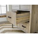 szuflady na drewnianych prowadnicach