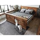 łóżko w stylu rustykalnym
