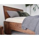 sosnowe łóżko w stylu nowoczesnym