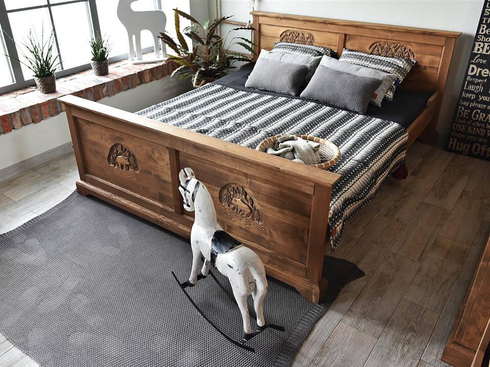 łóżko rzeźbione jagna