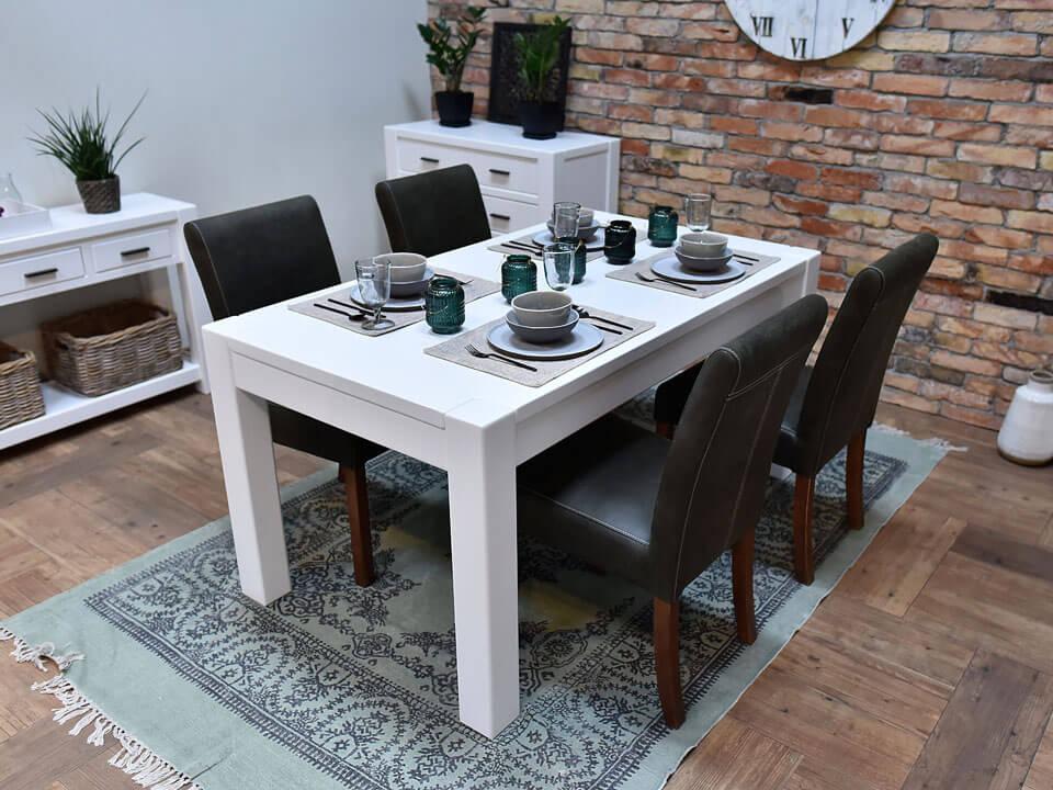 drewniany stół biały