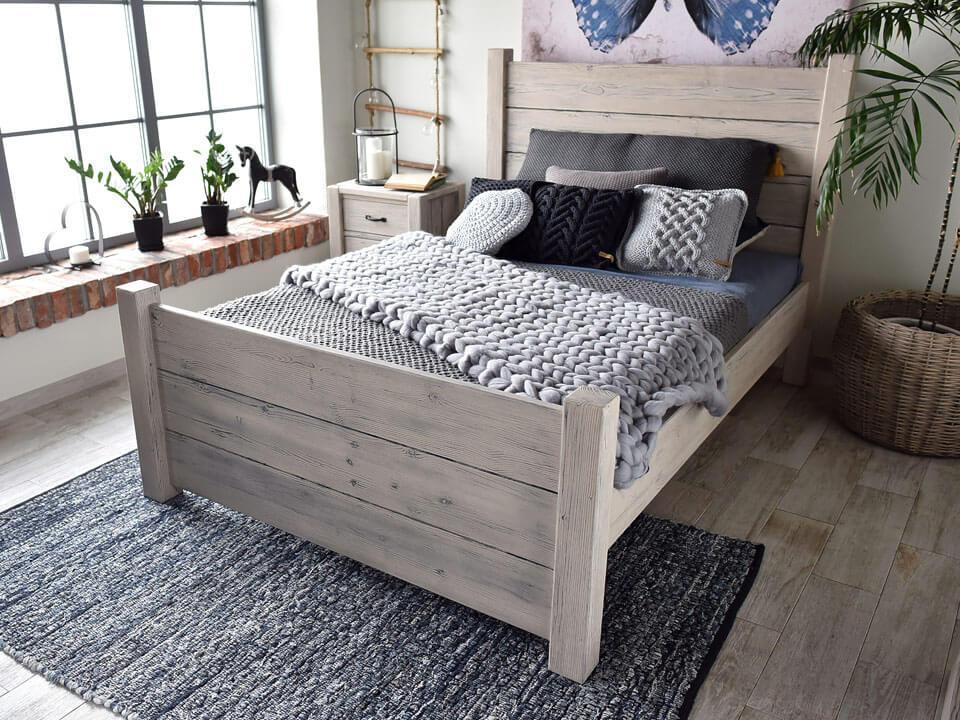 Łóżko z kolekcji Country
