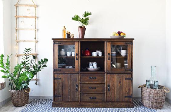 rustykalny kredens drewniany