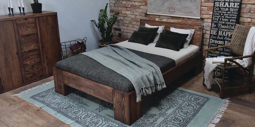 klasyczne meble drewniane do sypialni