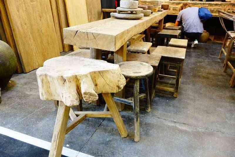 Stół i taborety drewniane