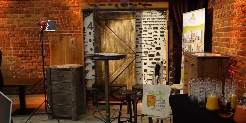 meble drewniane, meble z drewna, spotkanie retrownętrza
