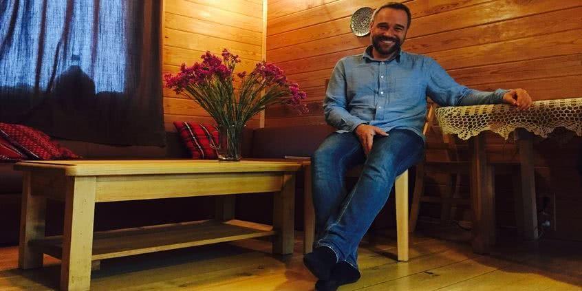 Łukasz Nowicki poleca meble z kolekcji Rustyk