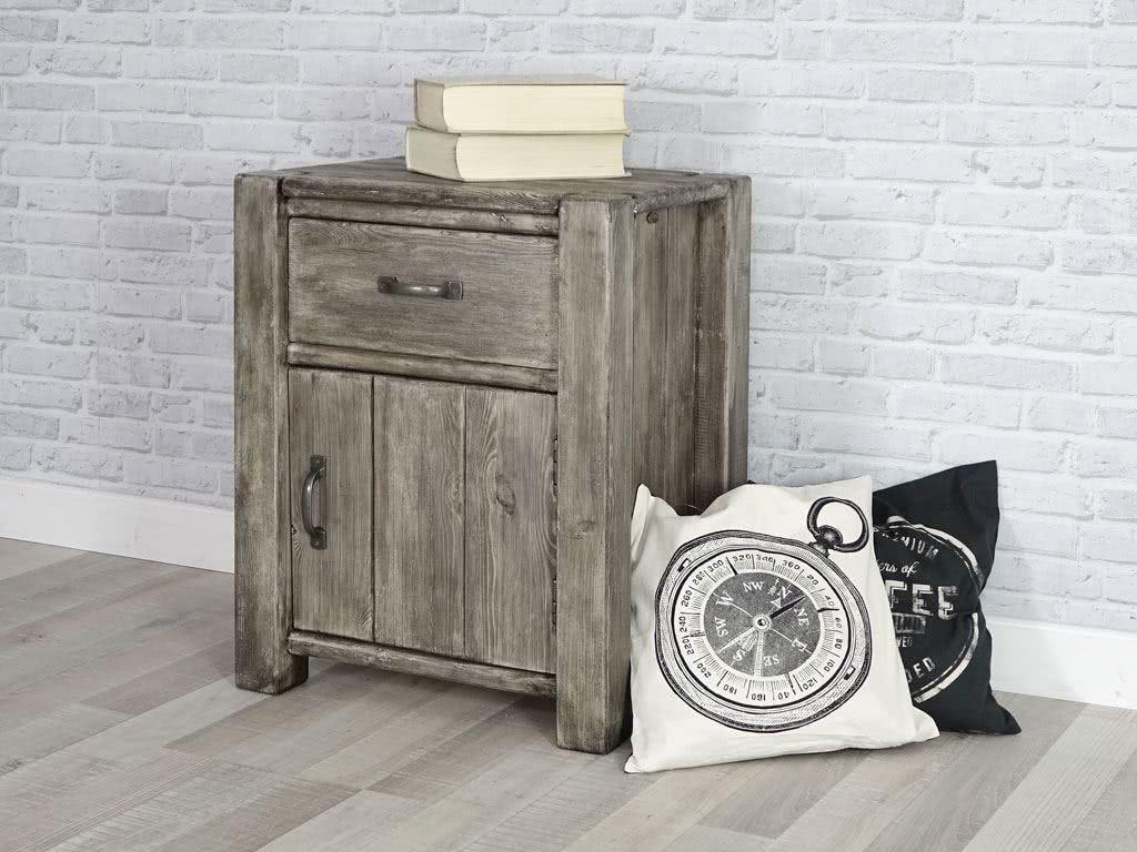 Meble drewniane (szafka nocna drewniana).